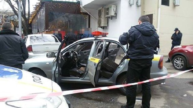 Злочинці розбили в автівці скло / kyiv.npu.gov.ua