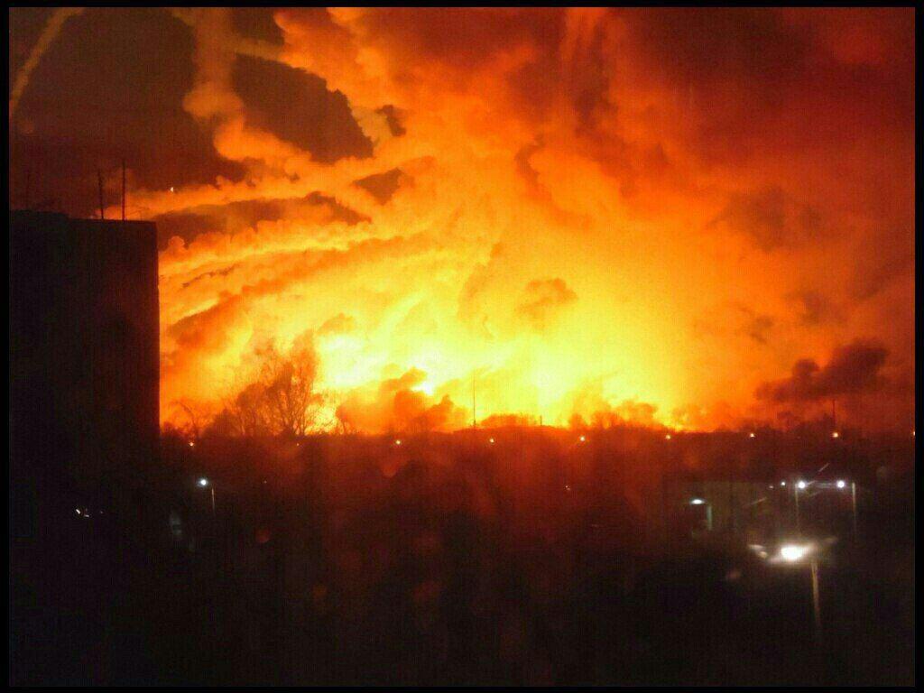 Вибухи на складі почалися після пожежі / Фото надане ДСНС
