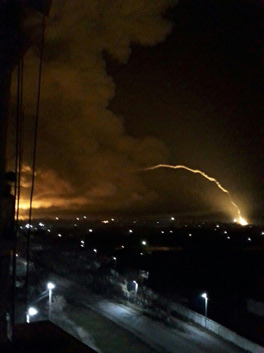 В Балаклее до сих пор продолжаются взрывы боеприпасов / Фото предоставлено ГСЧС