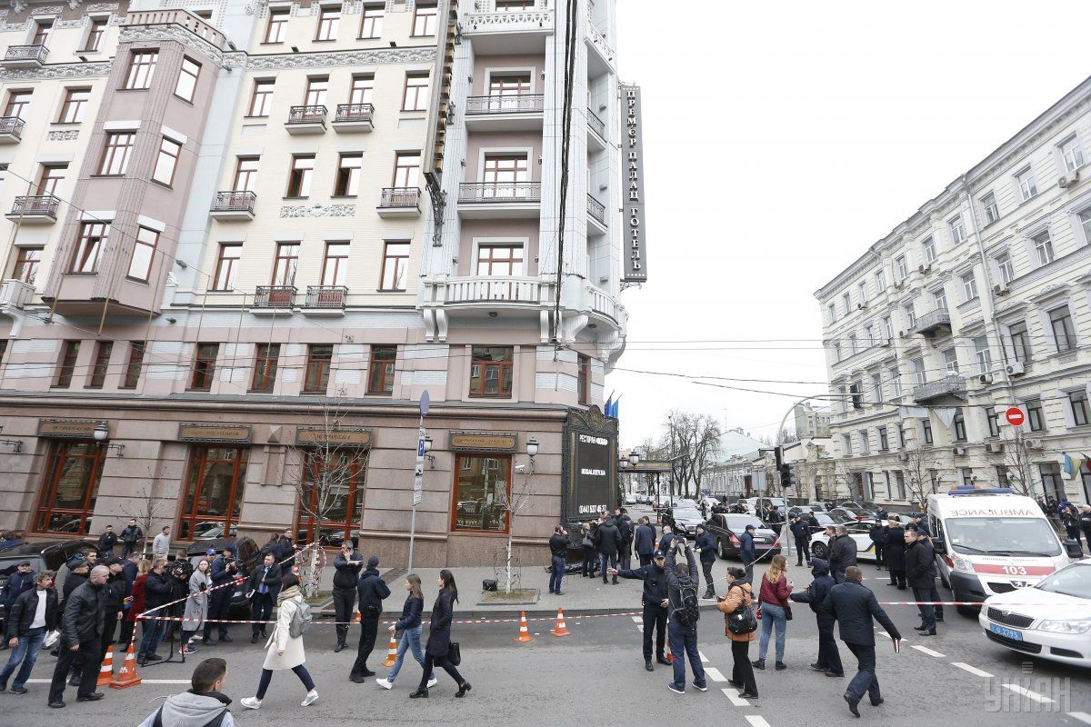 Место убийства Вороненкова через несколько минут после трагедии / фото УНИАН