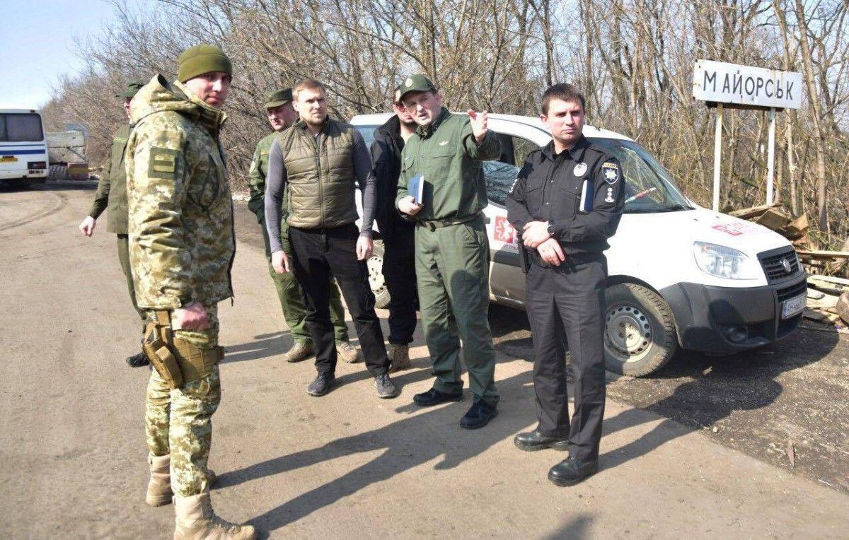 Правоохоронці взяли під контроль всі дороги на Донеччині і Луганщині - МВС