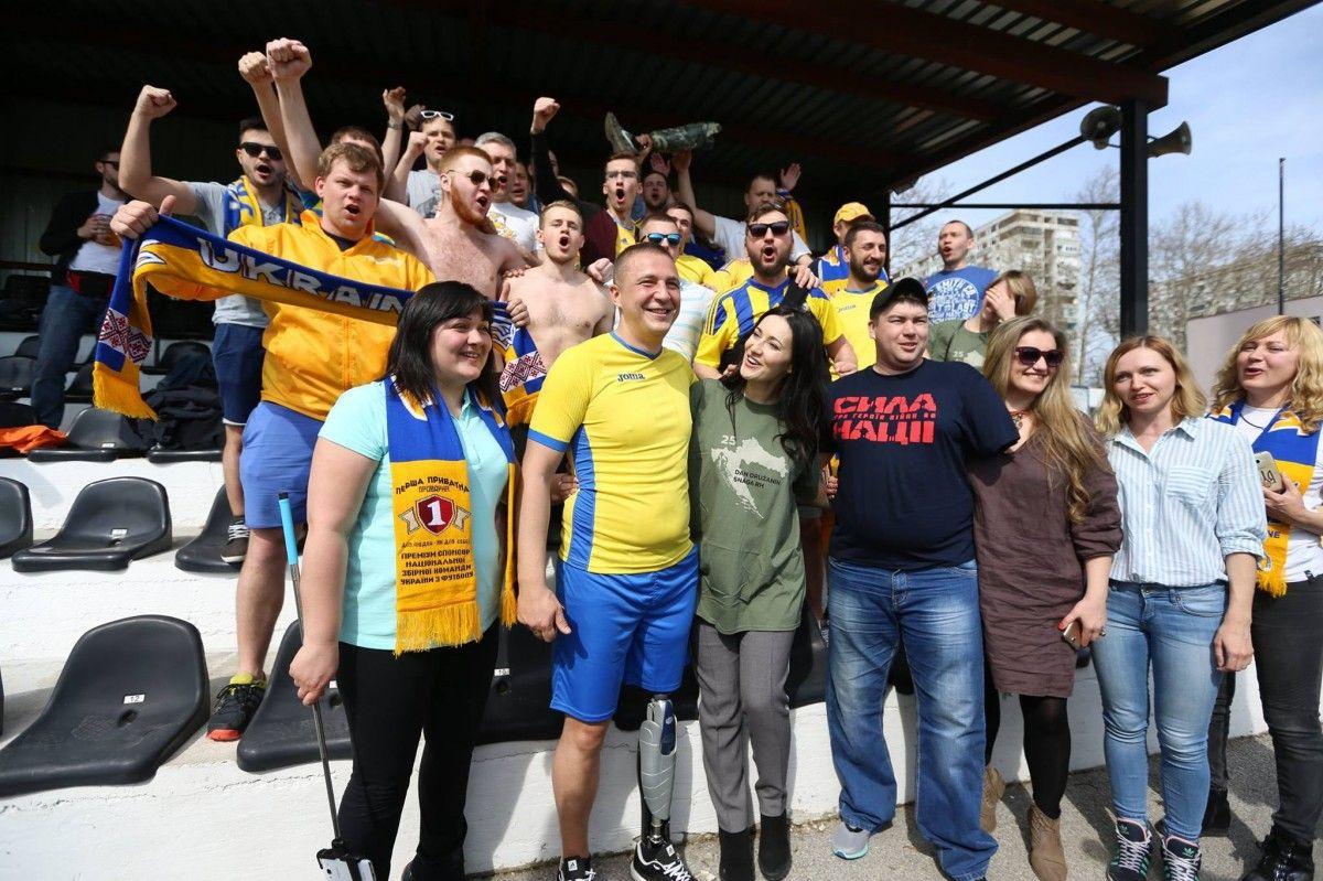 Наших футболистов-любителей поддерживали болельщики с трибун / facebook.com/UkraineNationalFootballTeam