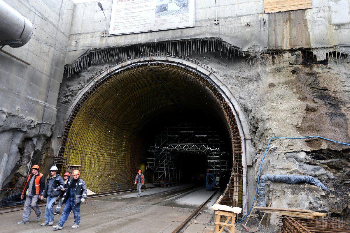 Новый двухколейный тоннель гарантирует высокий уровень безопасности движения / фото УНИАН