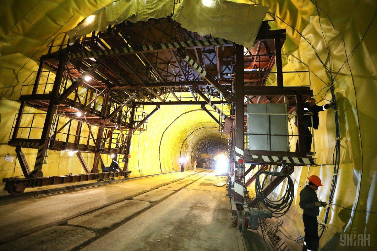 Новій Бескидский тоннель имеет две колеи / фото УНИАН