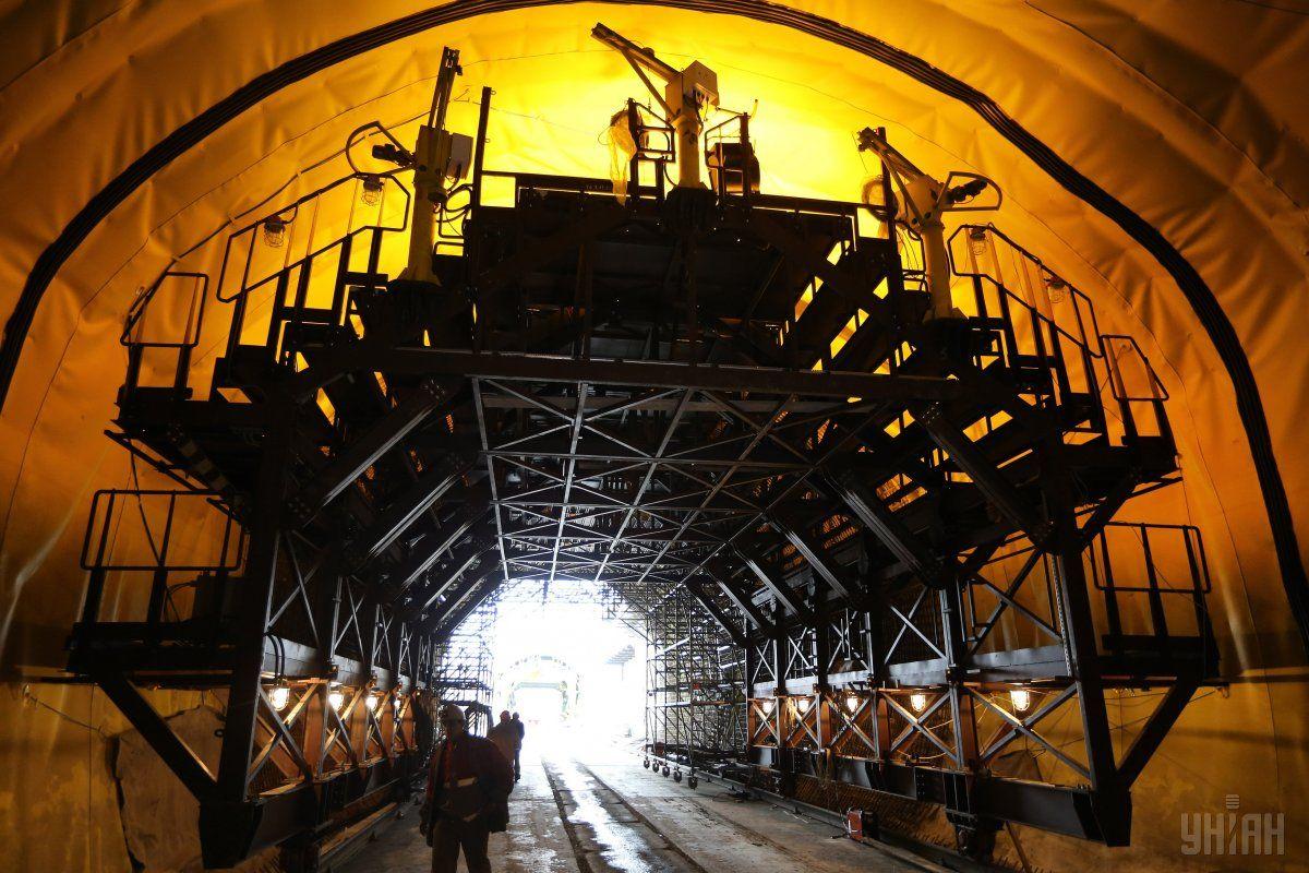 Бескидский тоннель - один из самых масштабных инфраструктурных проектов украинской железной дороги / фото УНИАН