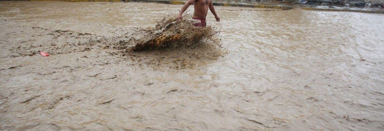 Влада Чилі направила 20 тонн гуманітарної допомоги постраждалим від повеней у Перу
