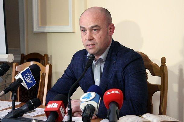 Надал під час пікету скасував рішення виконкому/ Фото ternopil.te.ua