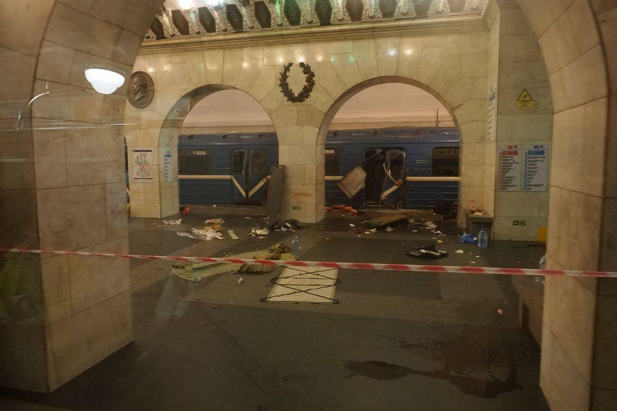 Место взрыва в метро / REUTERS
