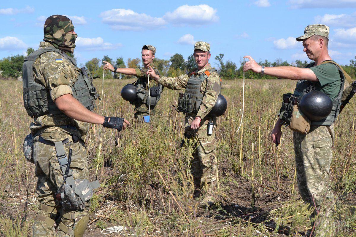 В Украине после трех лет войны все еще нет закона о противоминной деятельности и гуманитарном разминировании / Фото УНИАН