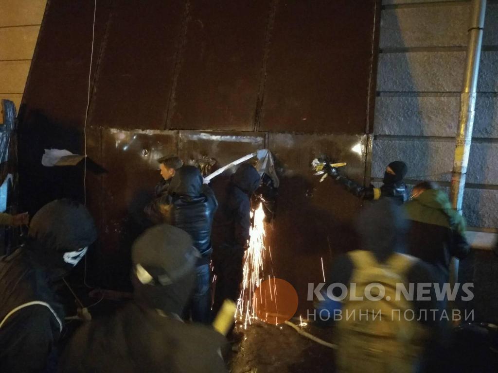 Активисты начали резать арку / kolo.news