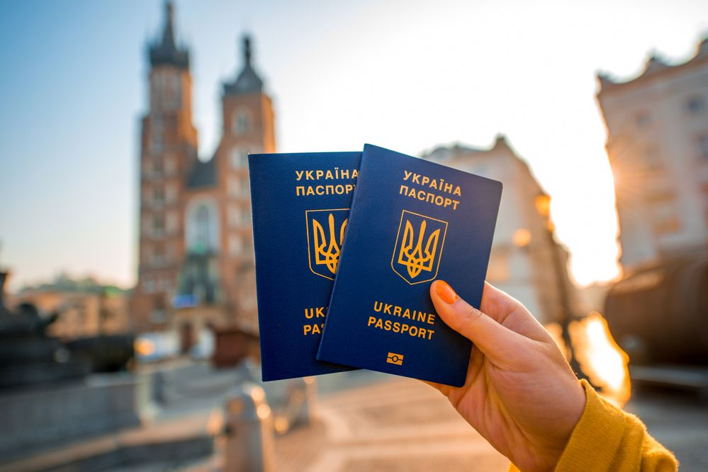 EU's Official Journal publishes decision on visa-free travel for Ukraine / rossandhelen / Depositphotos