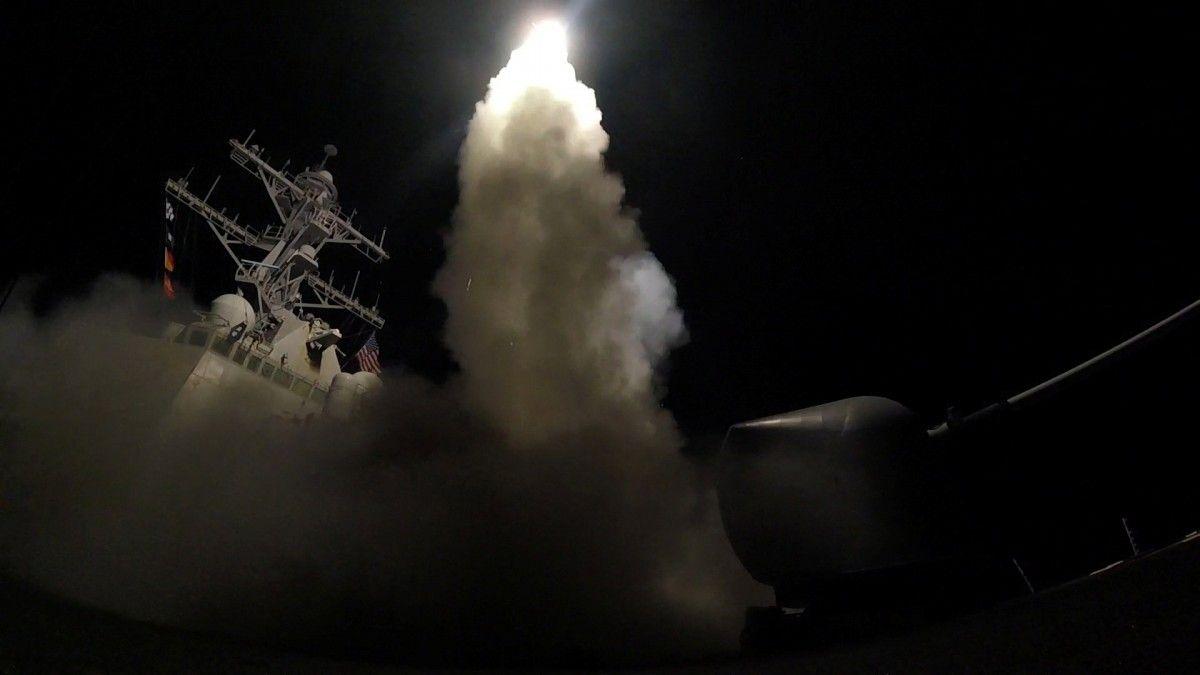США нанесли ракетный удар по авиабазе в Сирии / REUTERS