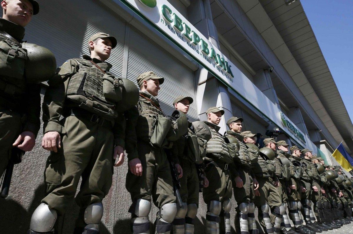 Бойцы Нацгвардии у отделения