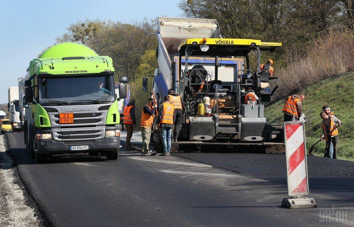 Переможець тендераповинен провести ремонт ділянки дороги поблизу села Бикова Гребля / фото УНІАН