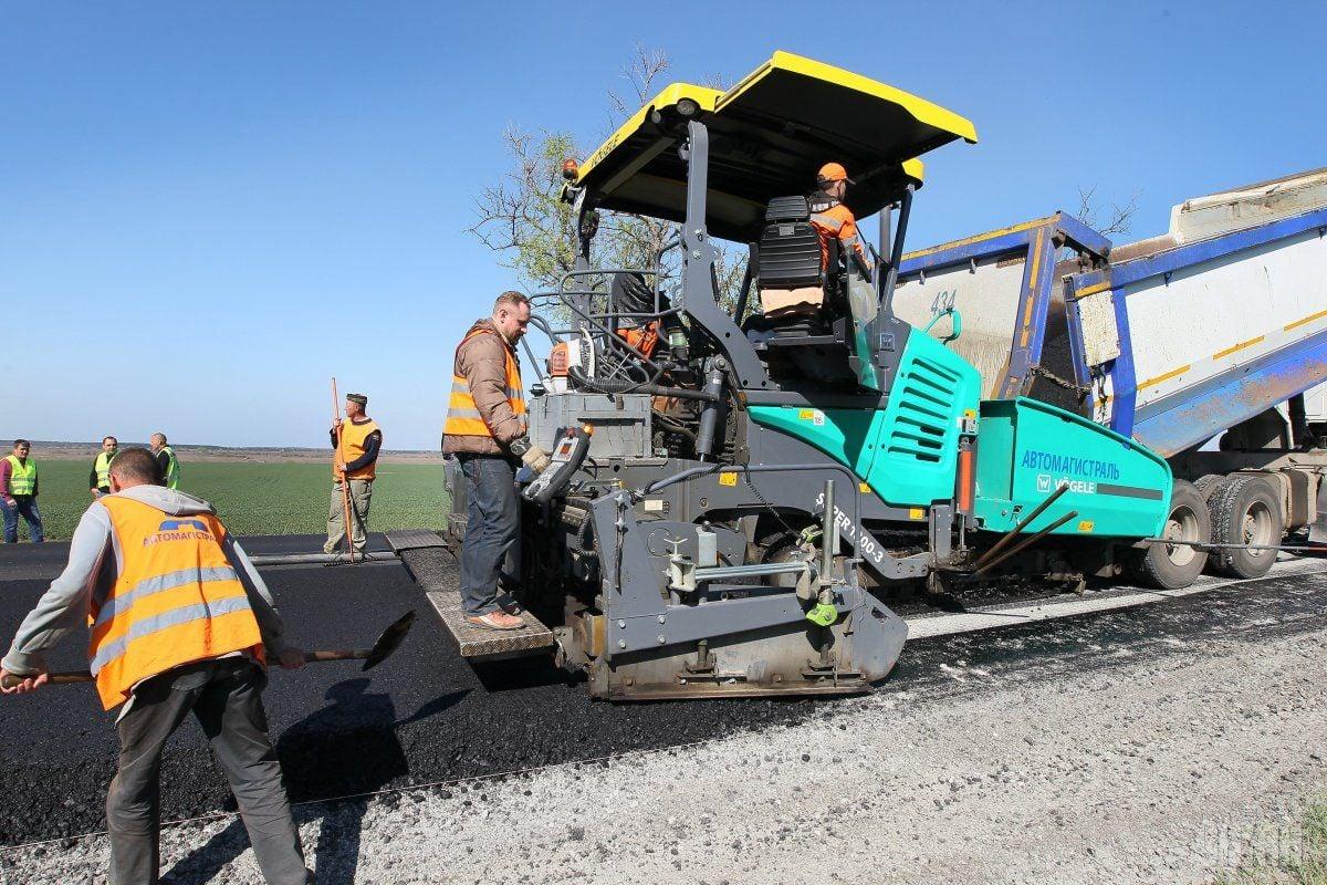 Гройсман: дороги строятся по всем областям / фото УНИАН