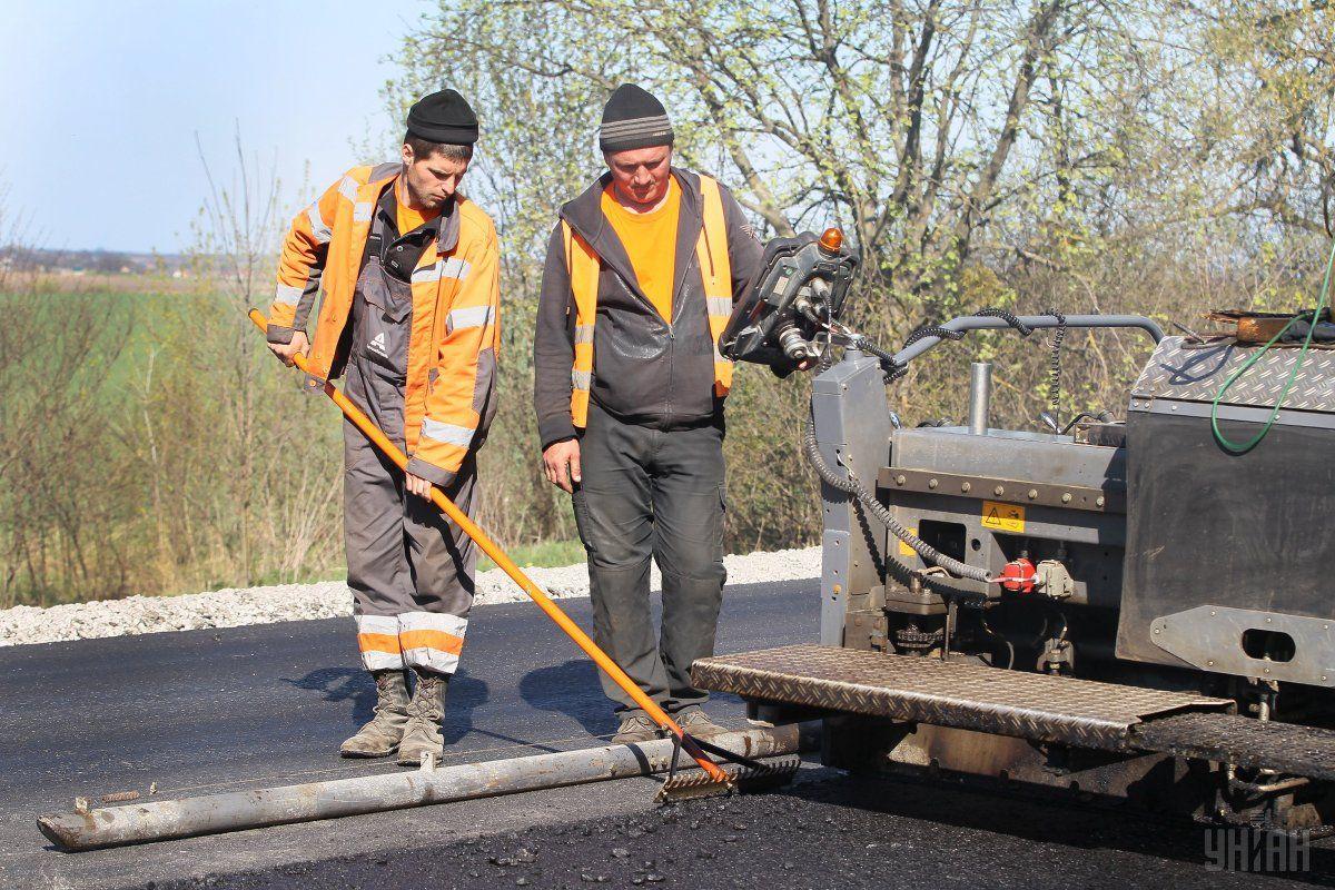"""""""Большая стройка"""" дорог может обеспечить полмиллиона новых рабочих мест / фото УНИАН"""