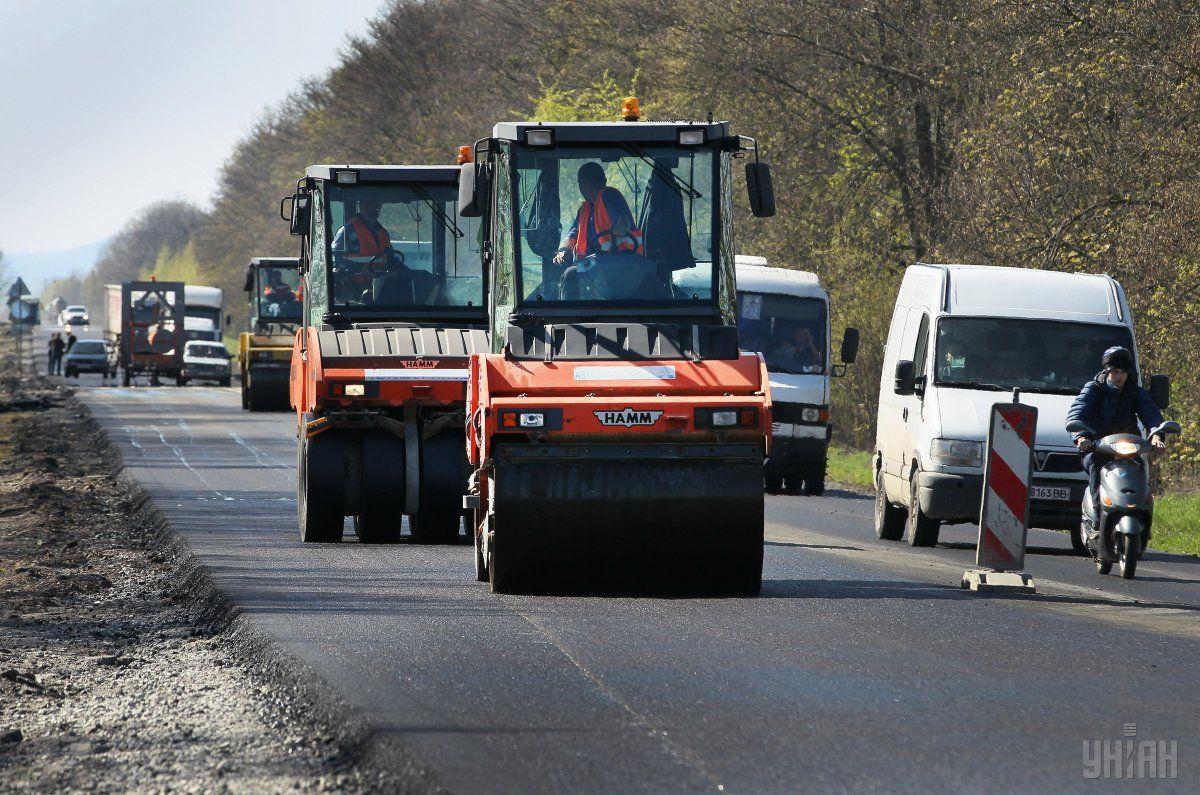 До 2023 року Укравтодор планує відновити 600 км прикордонних доріг / фото УНІАН