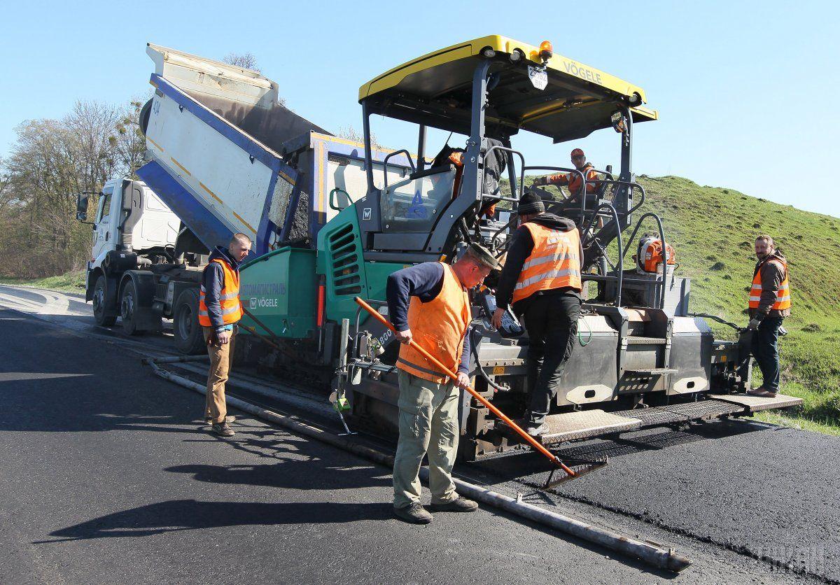 Деньги на ремонт дорог используют неэффективно / фото УНИАН