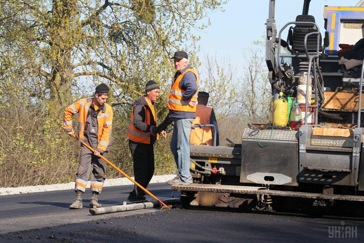В этом году планируется начать капремонт трасс Киев-Одесса и Киев-Чоп / фото УНИАН