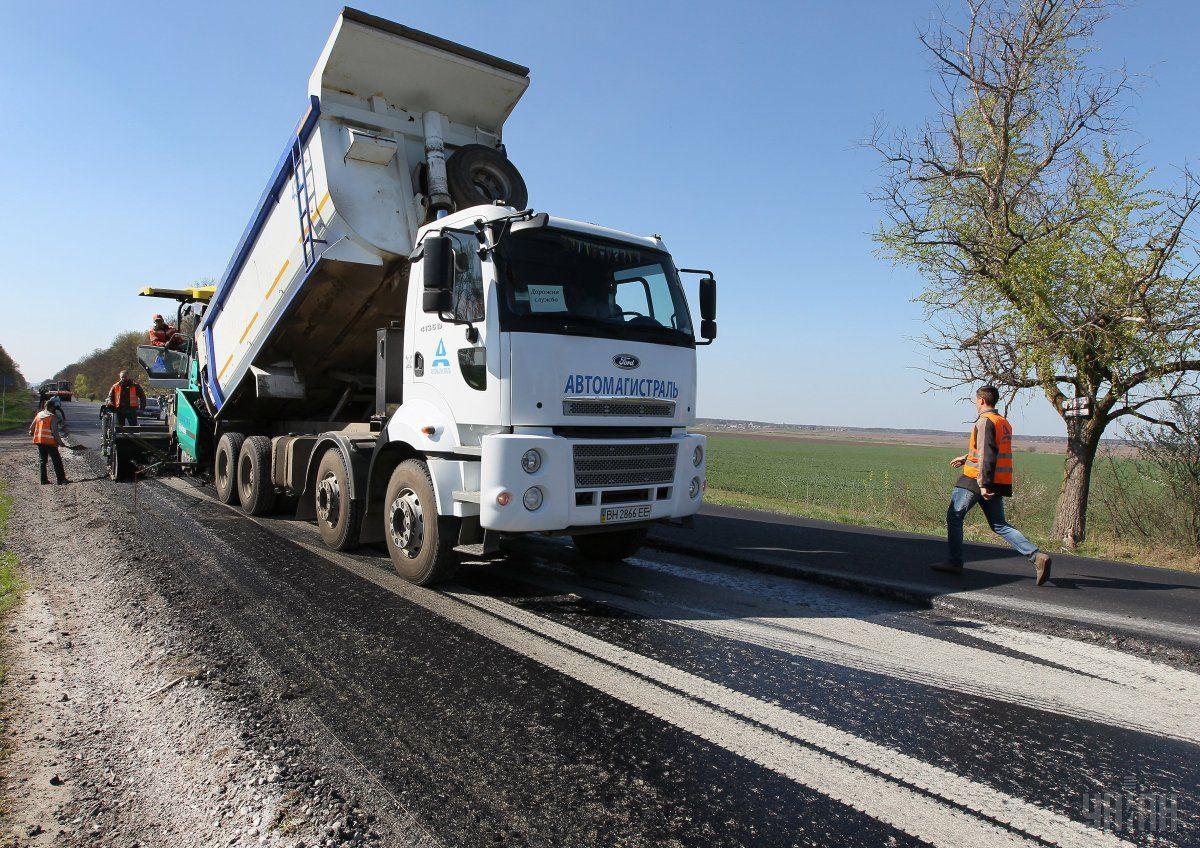Сумма выделенных средств на дороги в этом году будет больше чем 30 млрд / фото УНИАН