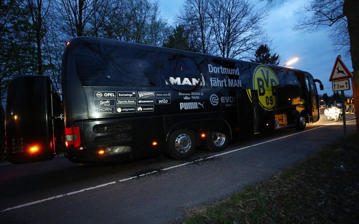 """Автобус """"Боруссии"""" после взрывов / REUTERS"""