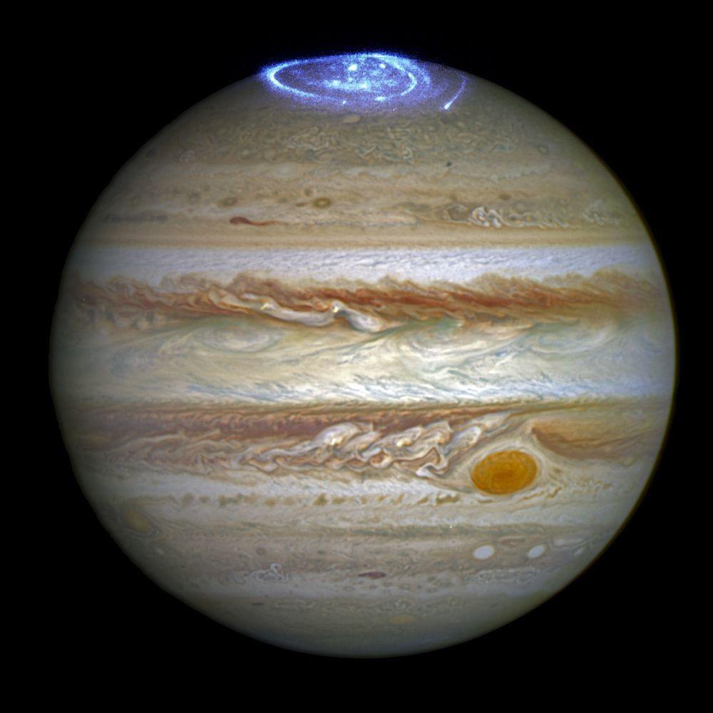 Вчені з'ясуваи, як рухаються кольорові смуги на Юпітері / NASA