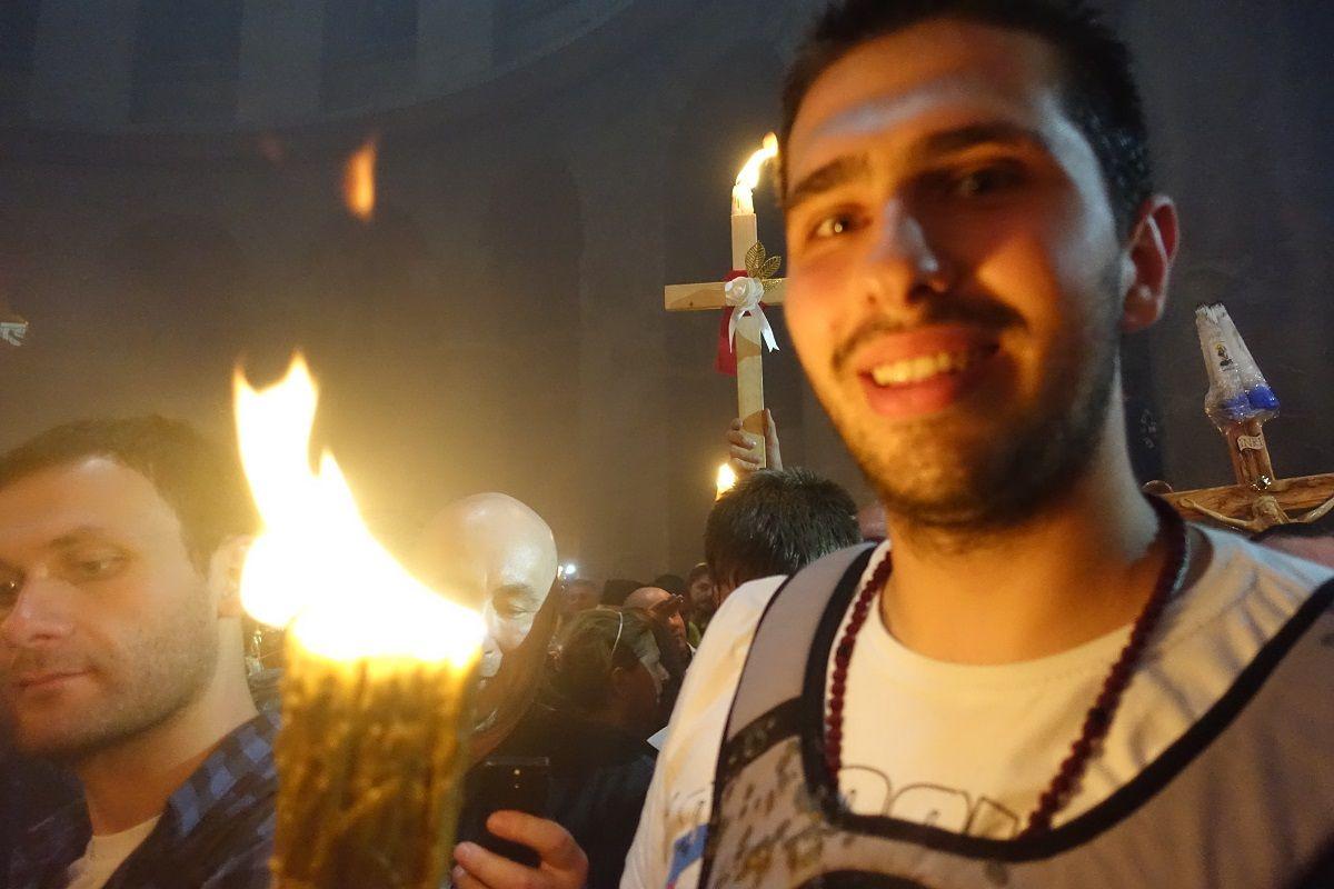 Благодатний Вогонь доставлять в усі єпархії Української Православної Церкви / Центрі інформації УПЦ