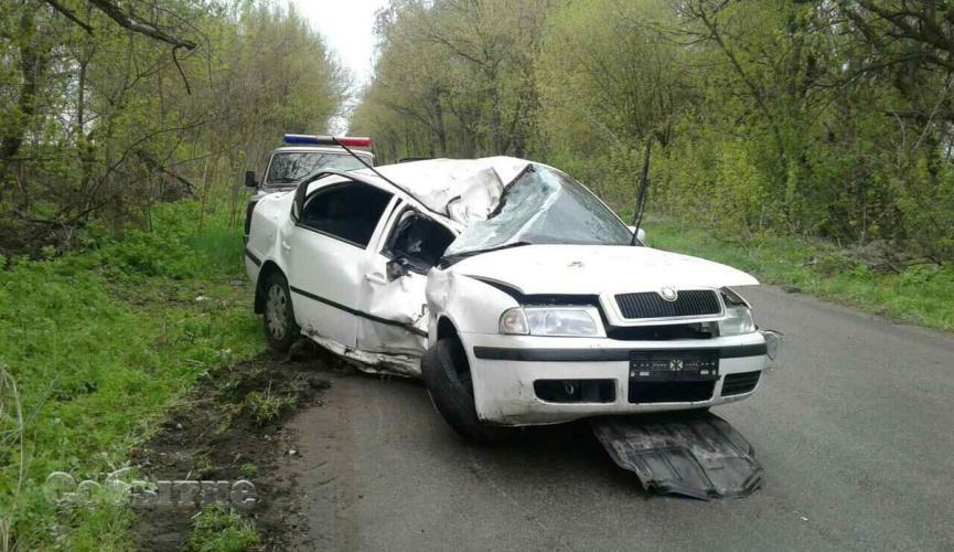 Mercedes зніс бетонний паркан у Рівному і пошкодив понад 20 автівок - Цензор.НЕТ 7257