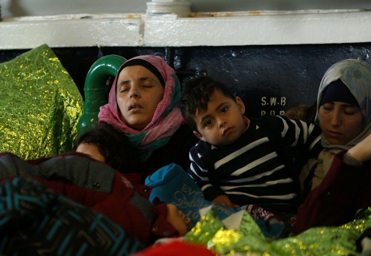 Упобережья Италии вСредиземном море спасены около 1650 беженцев