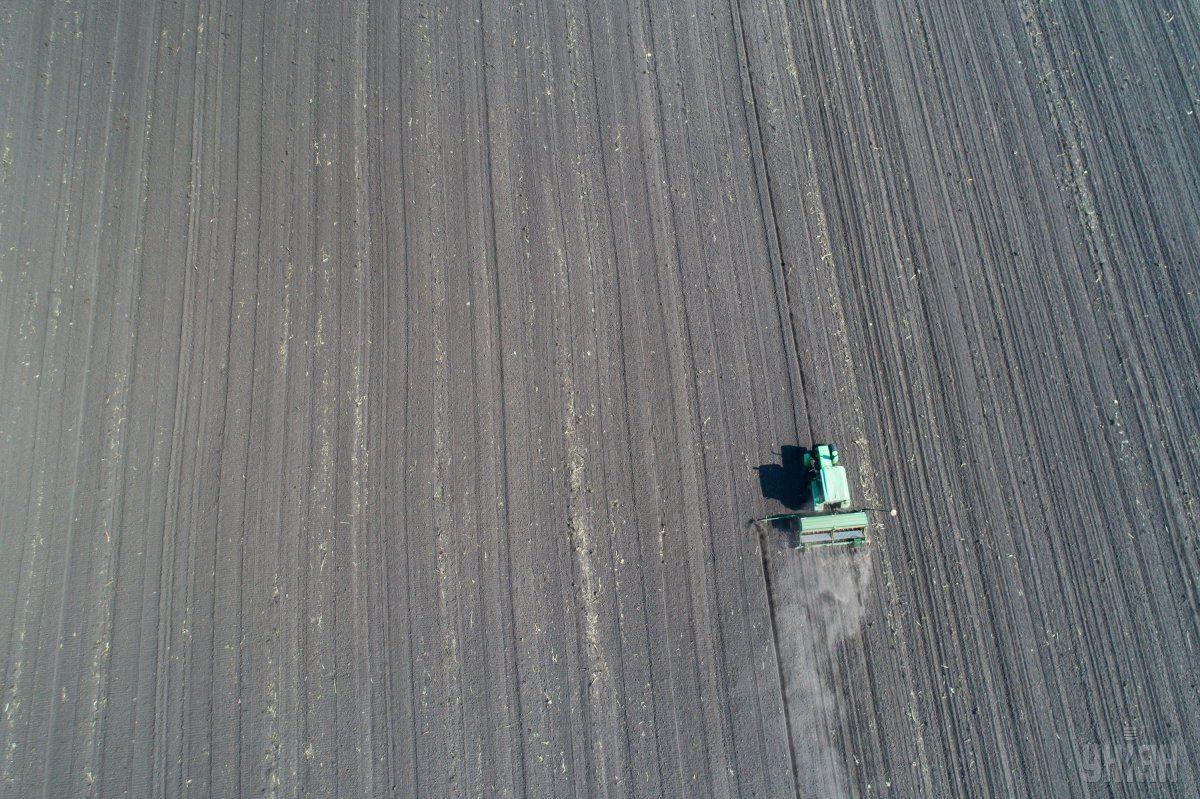 D самый разгар весенне-полевых работ правительство объявило чрезвычайную ситуацию по всей стране / Фото УНИАН
