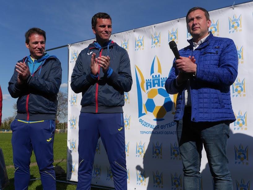 Иван Перес и Франсиско Павон приняли участие в футбольных мастер-классах для детей / doba.te.ua