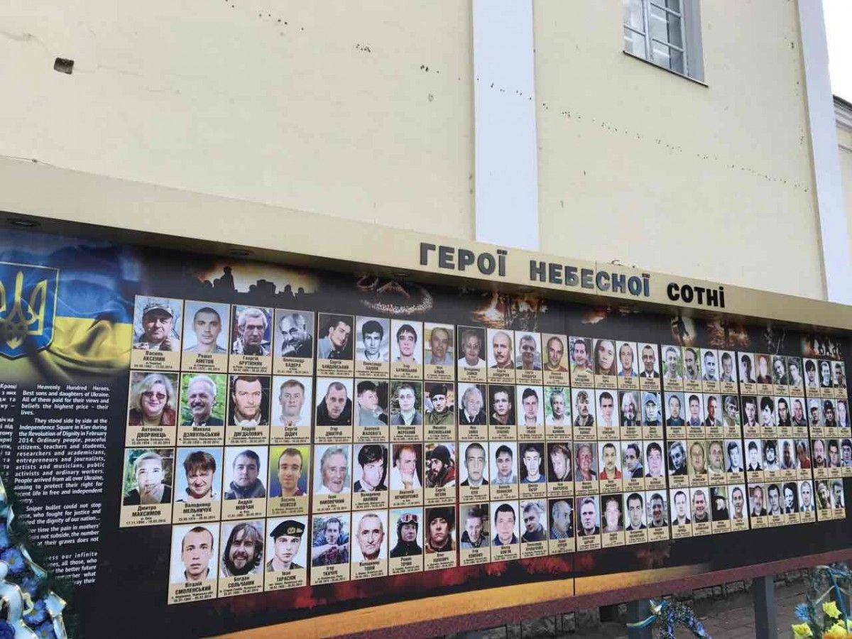 Фото живого мужчины попало на стенд памяти погибших на Майдане / vk.com/v.smolinsky83