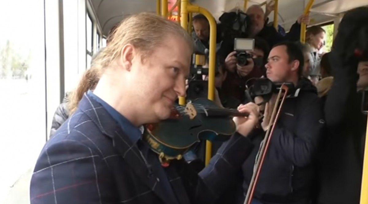 Музикант приїхав у Одесу для зйомок фільму / Кадр із відео 5 каналу