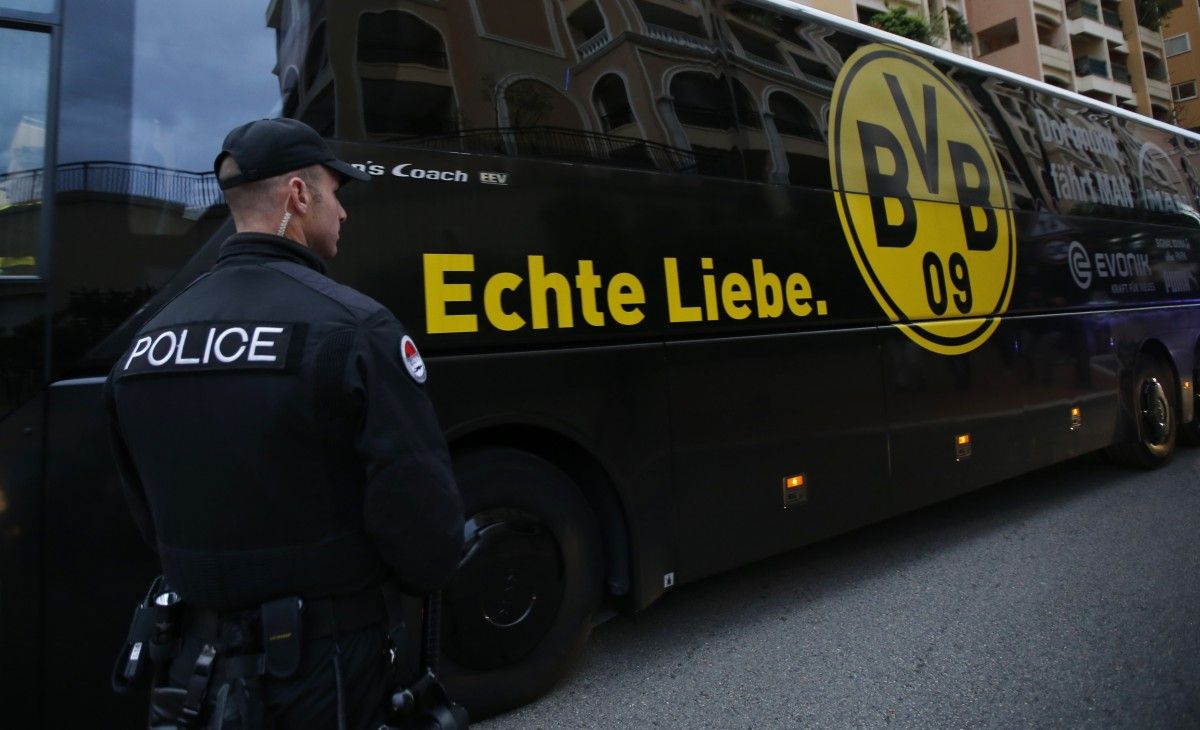 """Автобус с игроками """"Боруссии"""" задержала полиция / Reuters"""
