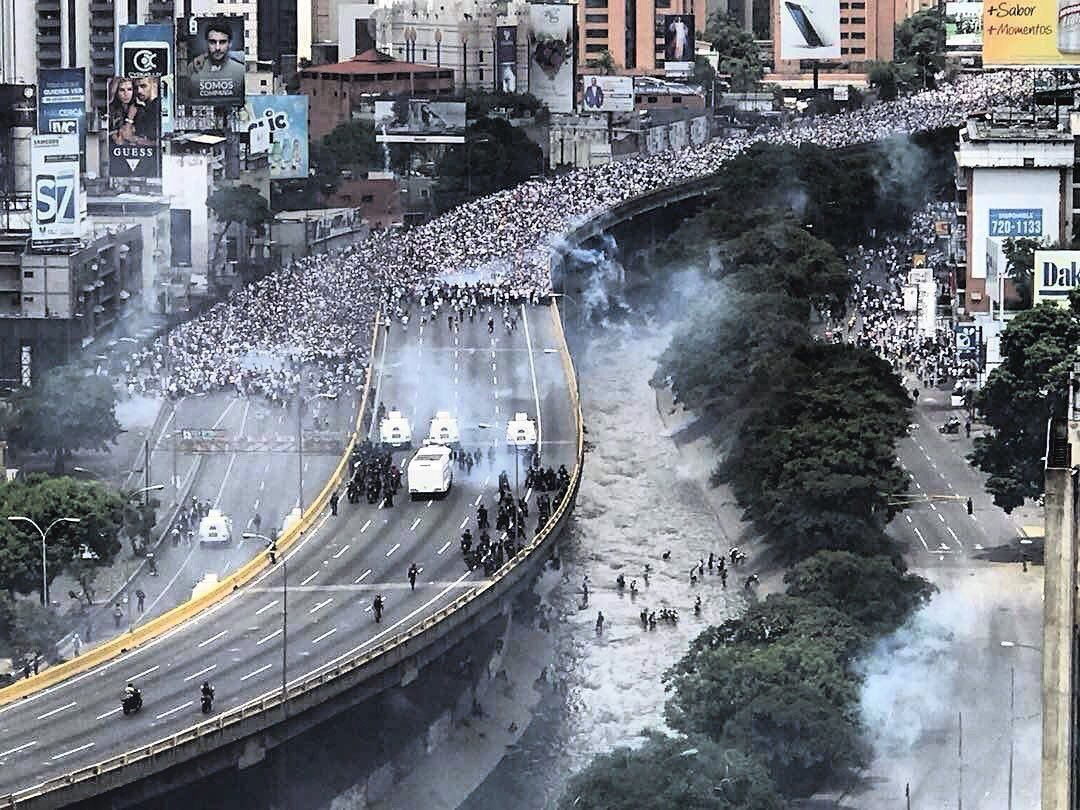 Мадуро стягує до столиці війська / twitter.com/Enrique_Acevedo