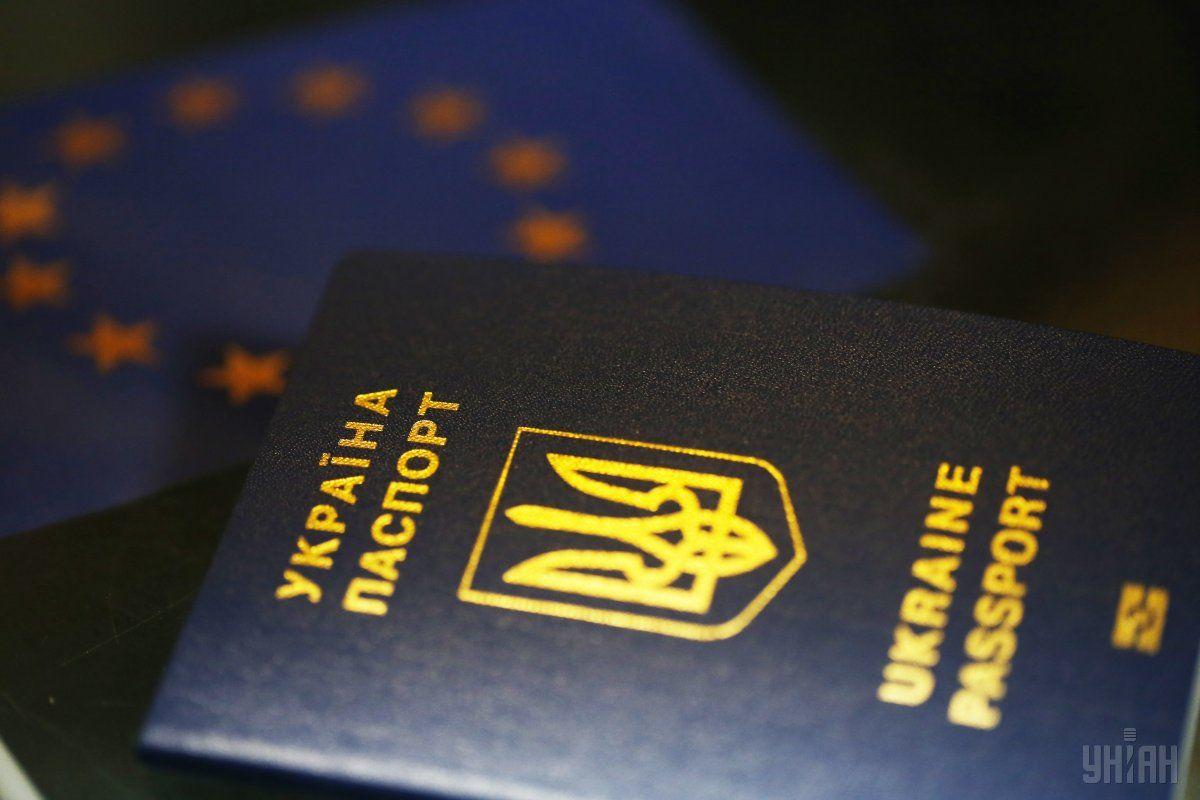 Понад 280 тисяч українців забули забрати свої закордонні паспорти / фото УНІАН