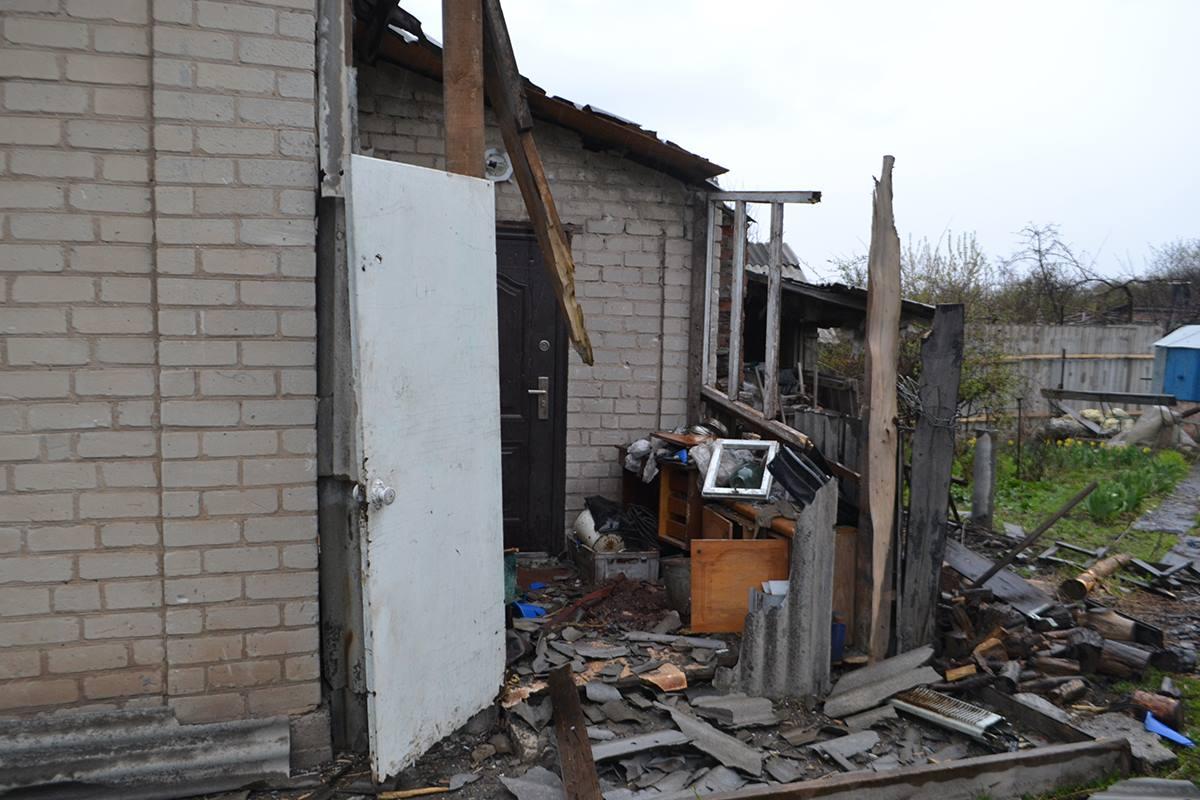 Через обстріли бойовикіВ, пошкоджено два будинки в Авдіївці / фото прес-центр штабу АТО