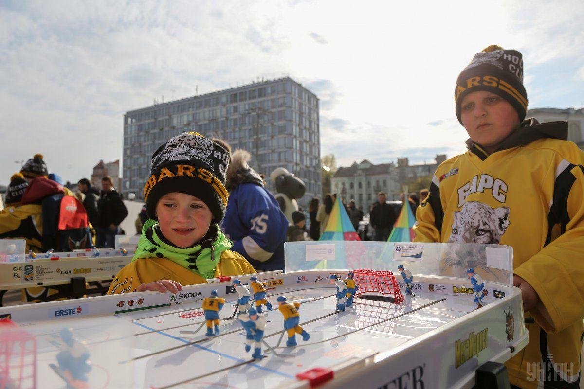 Развлечения для детей в хоккейном городке / УНИАН