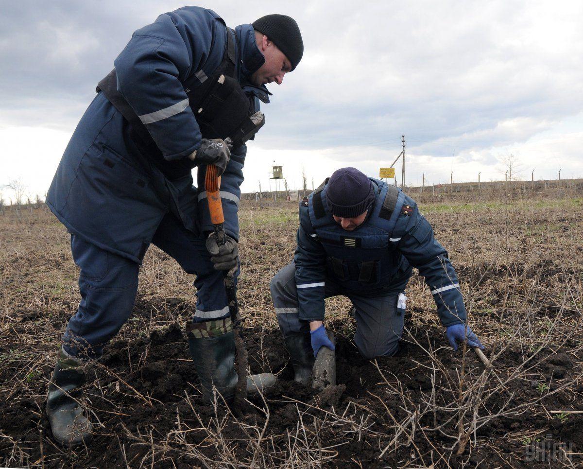 Небезпечну знахідку виявили у селі Громів Старокостянтинівського району / фото УНІАН