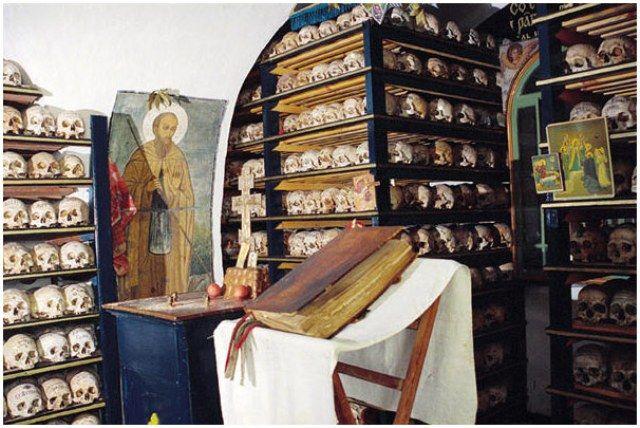 В храме Всех святых – братской усыпальнице Пантелеимонова монастыря, Афон