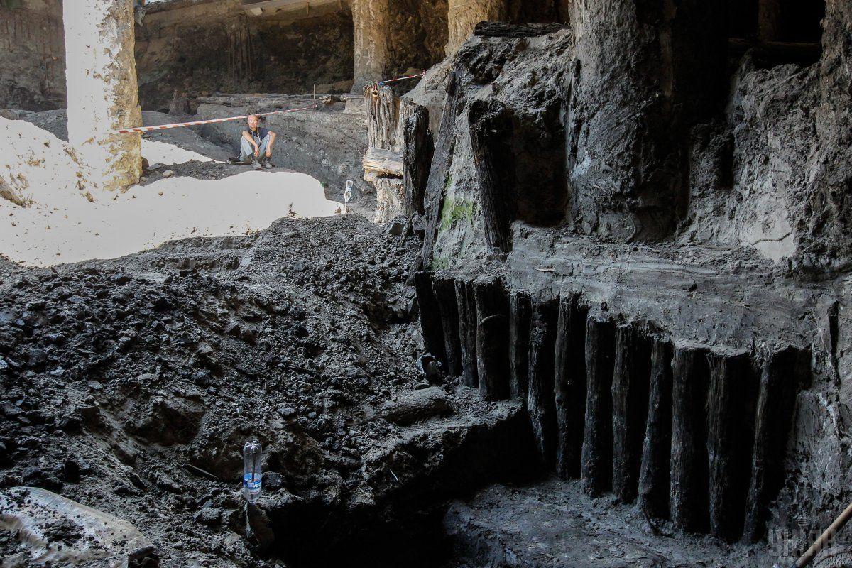 Во время строительных работ на Почтовой площади обнаружена часть улицы времен Киевской Руси / фотоУНИАН