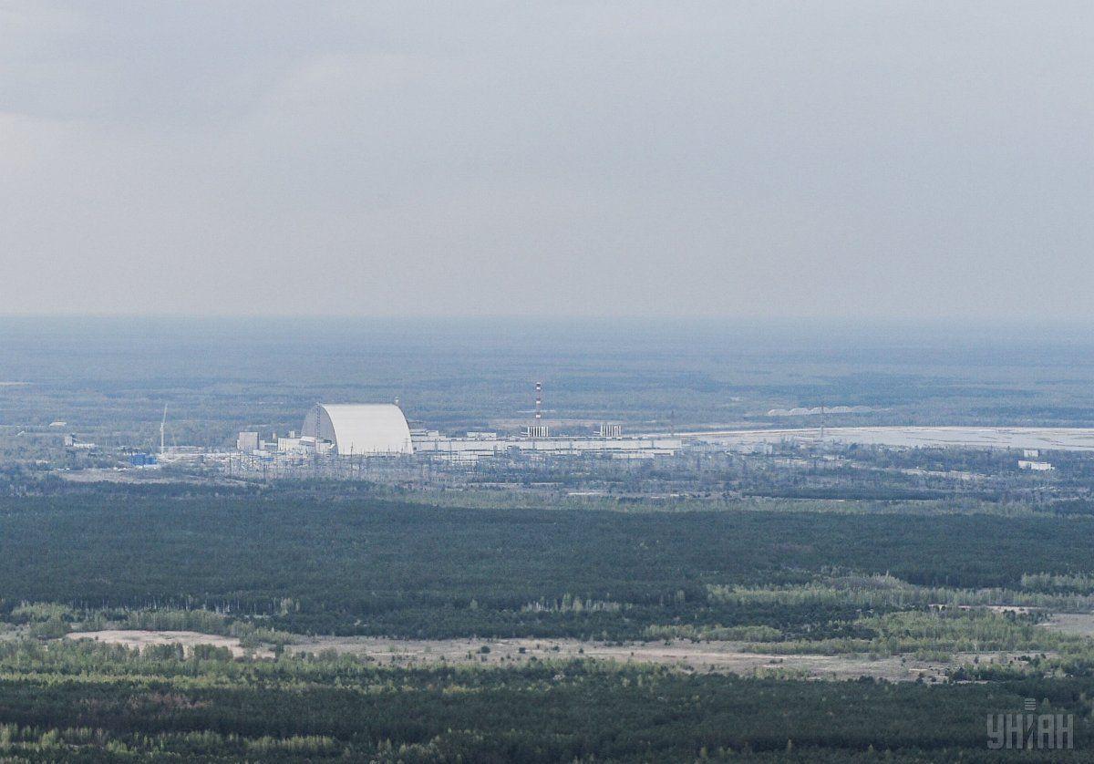 Над 4-м энергоблоком ЧАЭС был построен новый безопасный конфайнмент / фото УНИАН