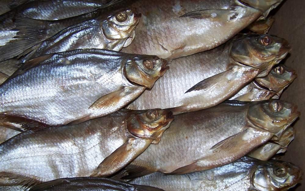 Чоловік помер після вживання риби / фото Allbiz