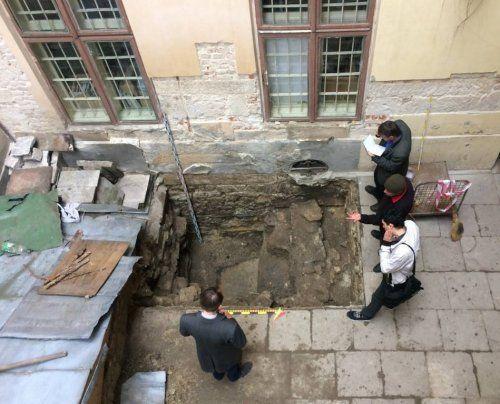 Археологи продовжили дослідження