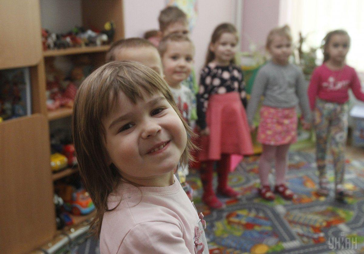 Украинцы, которые задолжали собственным детям, теперь боятся санкций / Фото УНИАН