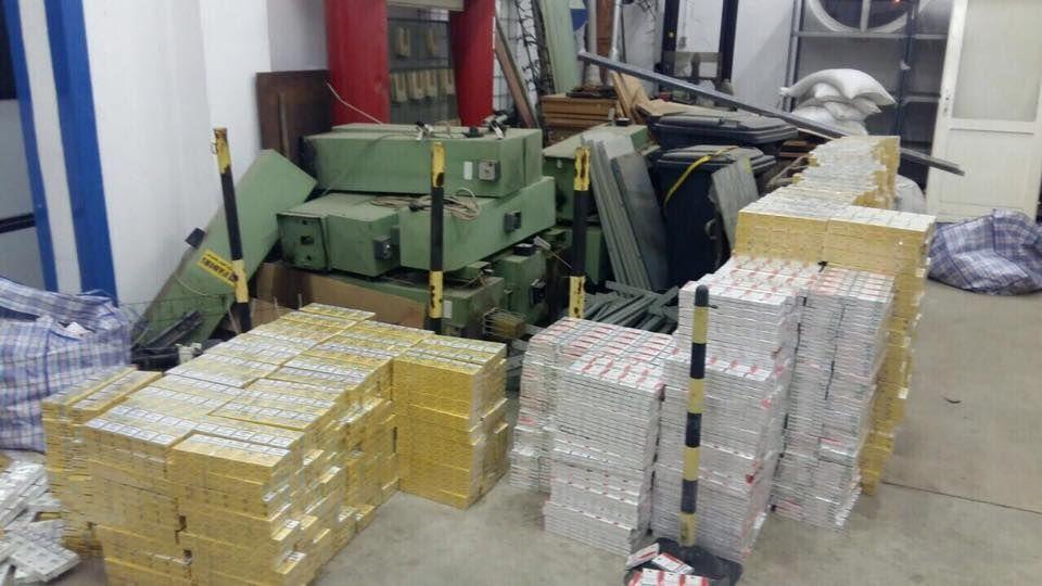 Луценко: Закарпатские таможенники пропустили через границу почти тонну янтаря