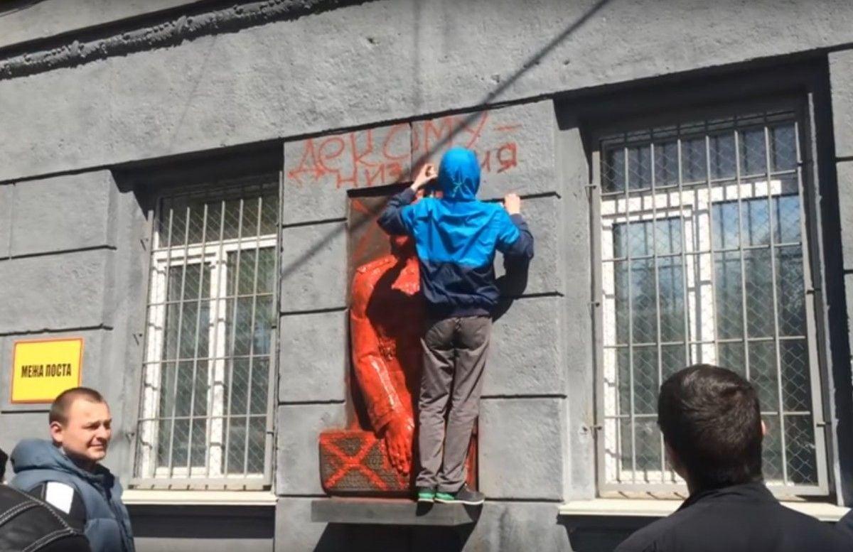 В Одесі поглумилися над меморіальною дошкою маршалу Жукову