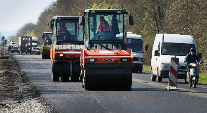 """Рекорд за 5 років: """"Укравтодор"""" похвалився кількістю відремонтованих доріг"""