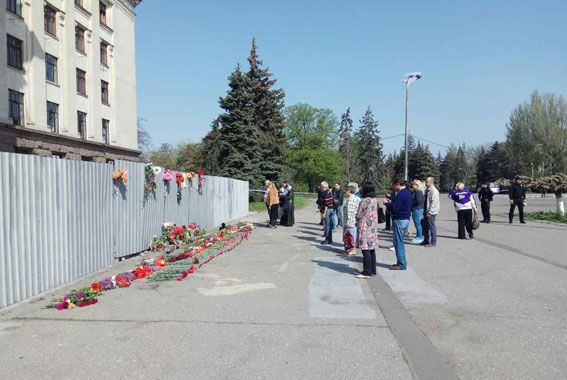 Возложение цветов в память жертв трагедии на Куликовом поле / Нацполіція