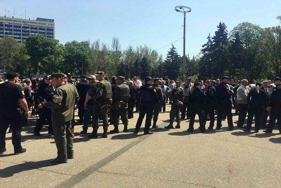 Полиция эвакуировала людей с поля после сообщения о минировании / Нацполиция
